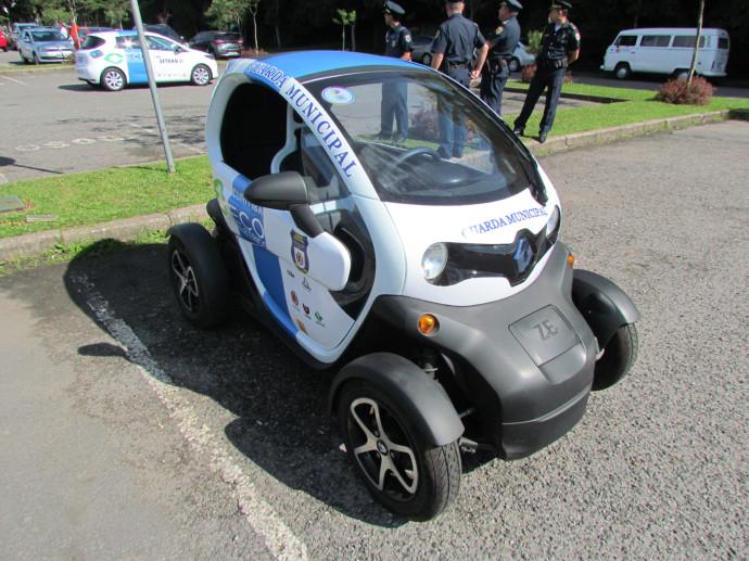 Twizy - Mini carro urbano utilizado pela Guarda Municipal de Curitiba - Pr - Brasil